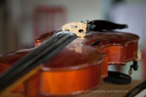A fiddle on a kitchen table